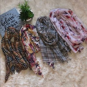 Scarves🧣 Set of 4!